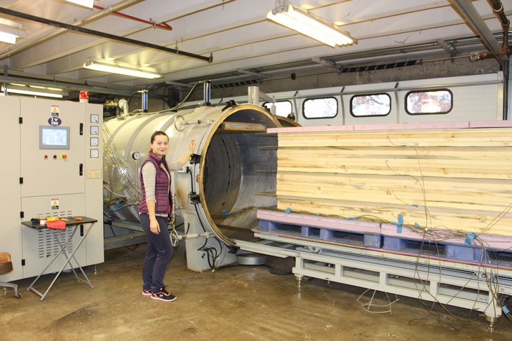 Penn State scientists validated the effectiveness and cost efficiency of radio frequency technology for pallet sanitation during a commercial trial held at University Park. IMAGE: Penn State