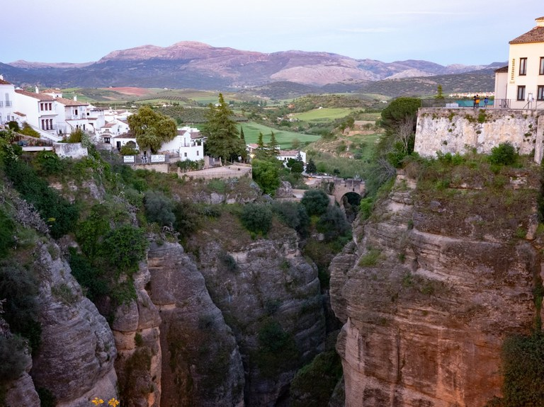 The view of El Tajo, the gorge running through the city of Ronda, with a view of the Sierra de las Nieves in the background.