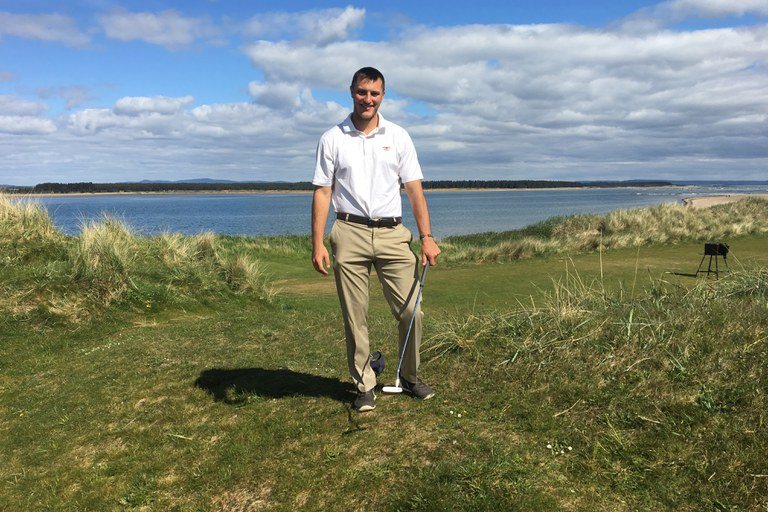 I stand on the 8th tee box of St. Andrews New Course, Scotland