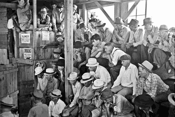Farmers and spectators at auction, Sikeston, Missouri, 1938