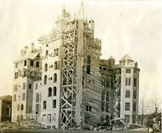 In 1916, Henry Chapman Mercer erected a 6-story concrete castle.