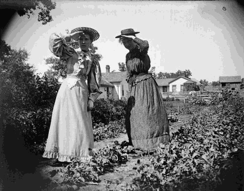 Photo of Maud Cooper and Sarah Spaulding Castle by Charles J. Van Schaick via the Wisconsin Historical Society.